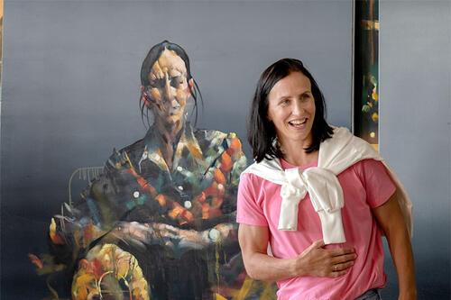 Portrett av Marit Bjørgen, malt av Håkon Gullvåg. Gitt i gave fra TrønderEnergi, som en takk for samarbeidet gjennom ti år. Foto: TrønderEnergi.