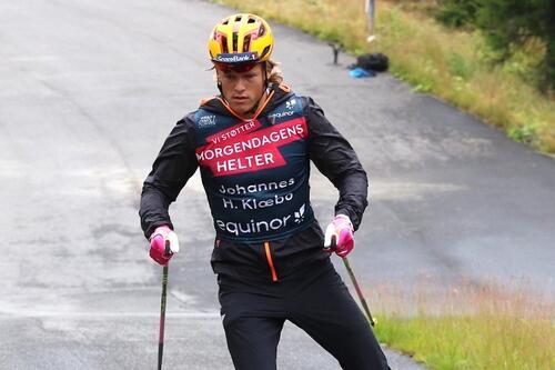 Johannes Høsflot klæbo under NSFs internasjonale juniorsamling tidligere i høst. Foto: Skiforbundet