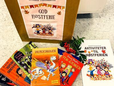 Bilde av bøker for barn og aktivitetshefte til høstferien