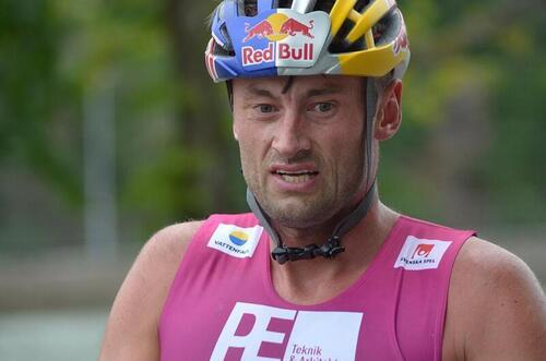Petter Northug rett etter målgang i Alliansloppet 2021. Foto: Johan Trygg/Längd.se