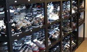 Bildet viser stort utvalg av slalåmstøvler