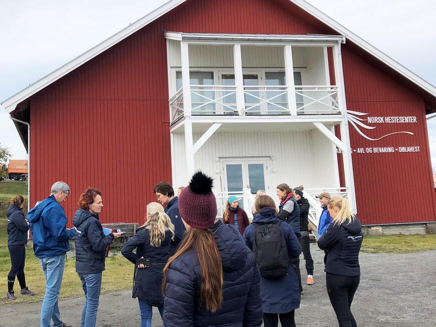 Studenter og ansatte har i dag blitt evakuert fra Norsk Hestesenter.