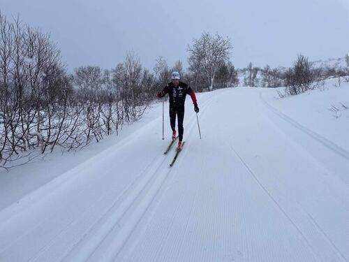 Skiføre på Oppdal. Ola Berger var først ute med å teste løypene. Bildet er tatt lørdag morgen. Foto: Hallvard Storli