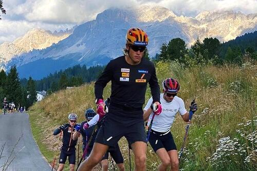 Johannes Høsflot Klæbo og sprintlandslaget er på vei til sin andre høydesamling i disse dager. Her fra høydesamling i Lavaze tidligere i høst. Illustrasjonsfoto: NSF