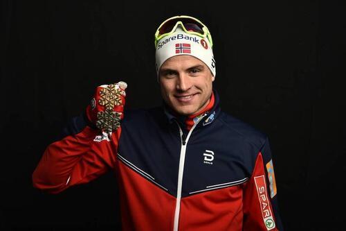 Niklas Dyrhaug med medaljene fra VM i Lahti i 2017. Foto: Thibaut/NordicFocus