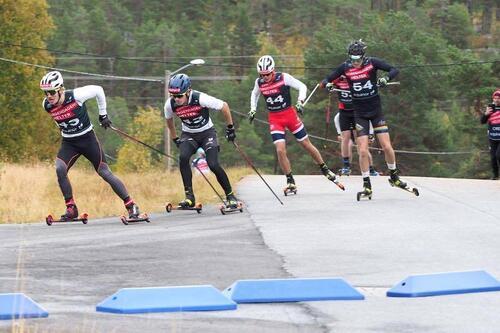 Juniorlandslaget fikk matchet seg godt under samlingen på Geilo i september, der det også var løpere fra ulike skigymnas. Foto: Monika Kørra