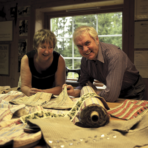 <br><i>Sammen med sin kone Helga har Odd Arnfinn Tømmerholen bygget eget bunadverksted i Løten</i>