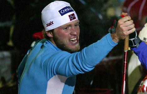 Martin Johnsrud Sundby jubler i målområdet.