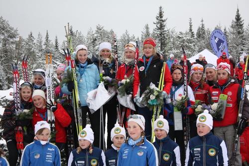 Hovedlandsrennet 2009. Jentevinnerne: Opplands 1. lag (f.v), Akershus 1. lag og Hedmarks 1. lag. Foto: Eirik Lund Røer.